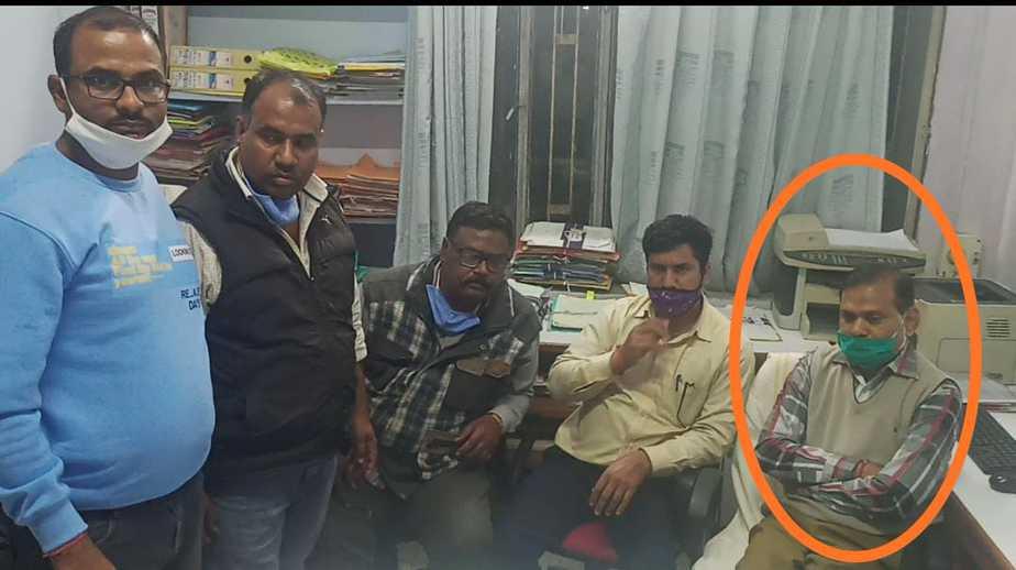 File Photo -फोटो मैं गोले वाला बारां के पूर्व जिला कलेक्टर इंद्र सिंह राव के पीए महावीर नागर